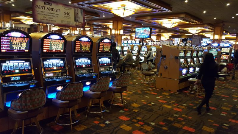 Máy đánh bạc - slot