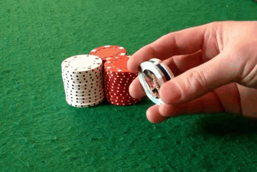 Chơi bài xì dách trên một nấc thang đến với người may mắn hay chơi một trò chơi? -Hình 2
