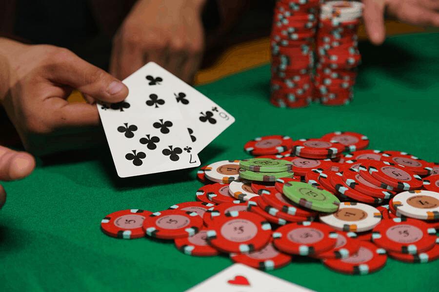 Spirit sử dụng một cái thang để dễ dàng chơi blackjack-Picture 2