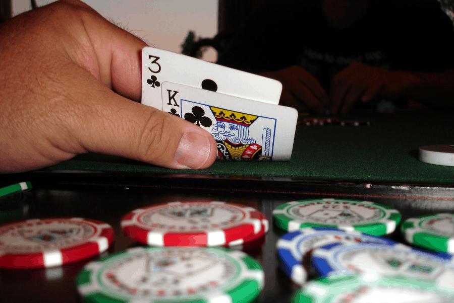 Kiếm tiền như trò chơi poker trực tuyến hai chiều-Hình 2