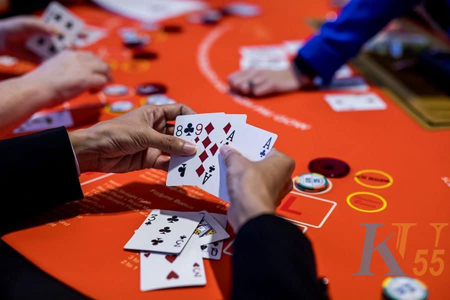 Bất kỳ quyết định nào cũng có thể giúp bạn chơi poker tốt hơn