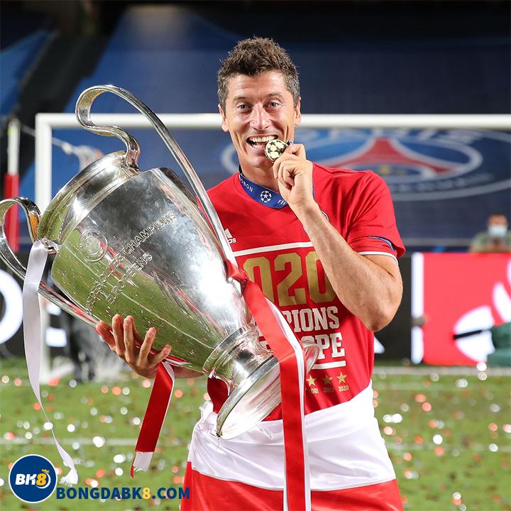 Robert Lewandowski-Tiền đạo xuất sắc nhất thế giới năm 2020 của UEFA